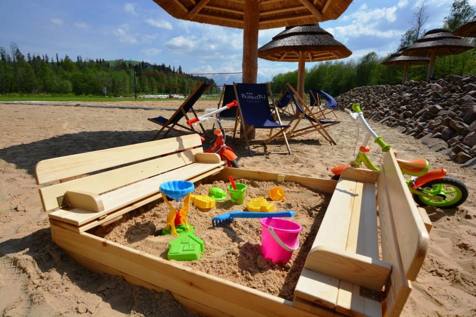 kids play sand beach river fun bialka tatrzanska