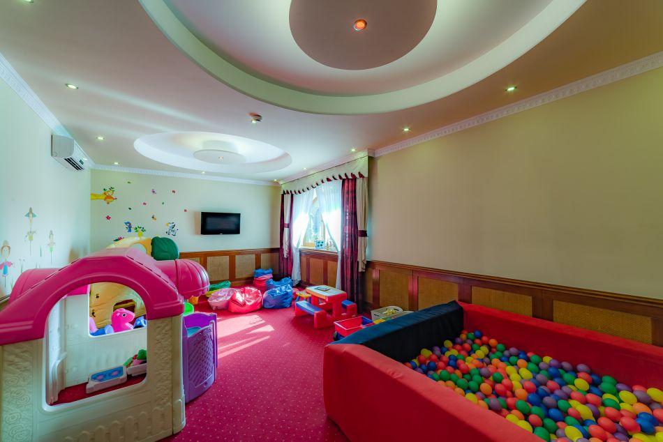 sala zabaw pensjonat Burkaty, sala zabawa Białka tatrzańska, zabawki, domek lalek barbie